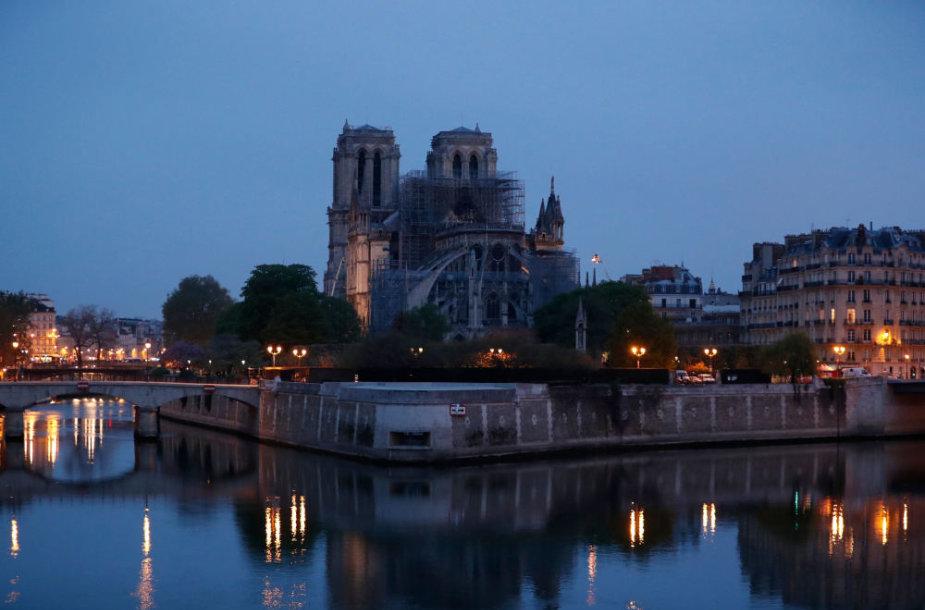 Paryžiaus Dievo Motinos katedra po gaisro