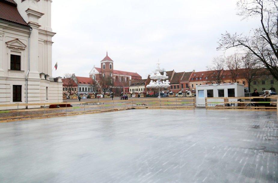 Kauno Rotušės aikštėje atidaroma čiuožykla po atviru dangumi