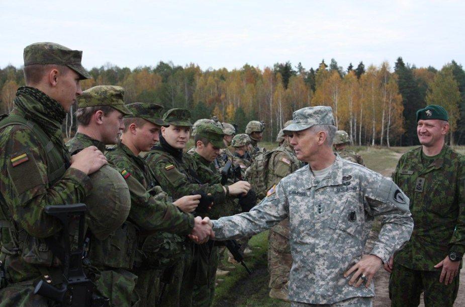JAV Sausumos pajėgų Europoje vadas Donaldas  M. Campbellas aplankė Lietuvos ir JAV karius
