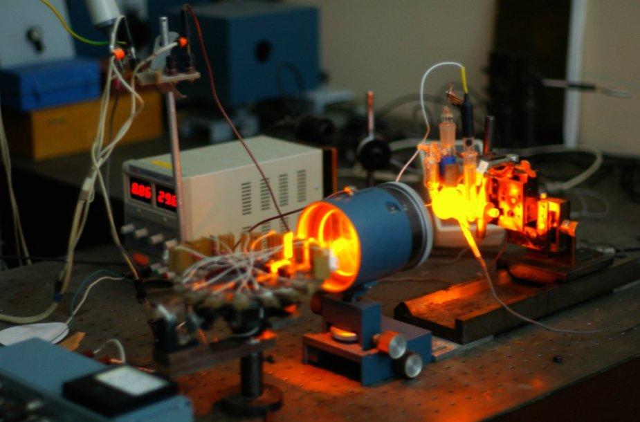 Projektui vykdyti sukurtas fotoelektrocheminių matavimų stendas