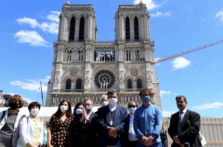 Paryžiaus Dievo Motinos katedros aikštės atidarymas