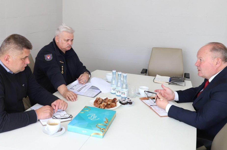 Kauno ugniagesių gelbėtojų vadas apsilankė Kauno rajono savivaldybėje