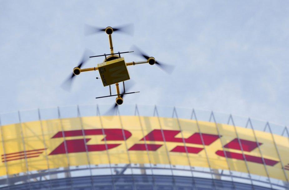 """DHL nedidelių siuntų pristatymo skraidyklė """"parcelcopter"""""""
