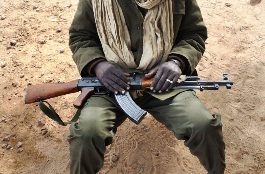 Malio karys su automatu AK-47