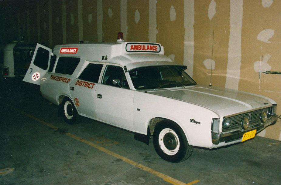 Australijoje naudota Chrysler greitoji – kombinuoti automobiliai nebuvo naudojami išimtinai tik JAV