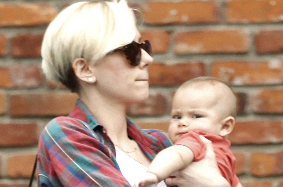 Scarlett Johansson su dukra Rose