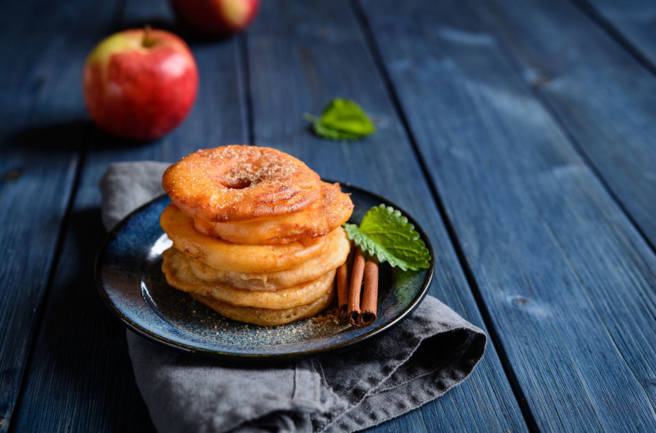 Kepti obuoliai, kiniški desertai