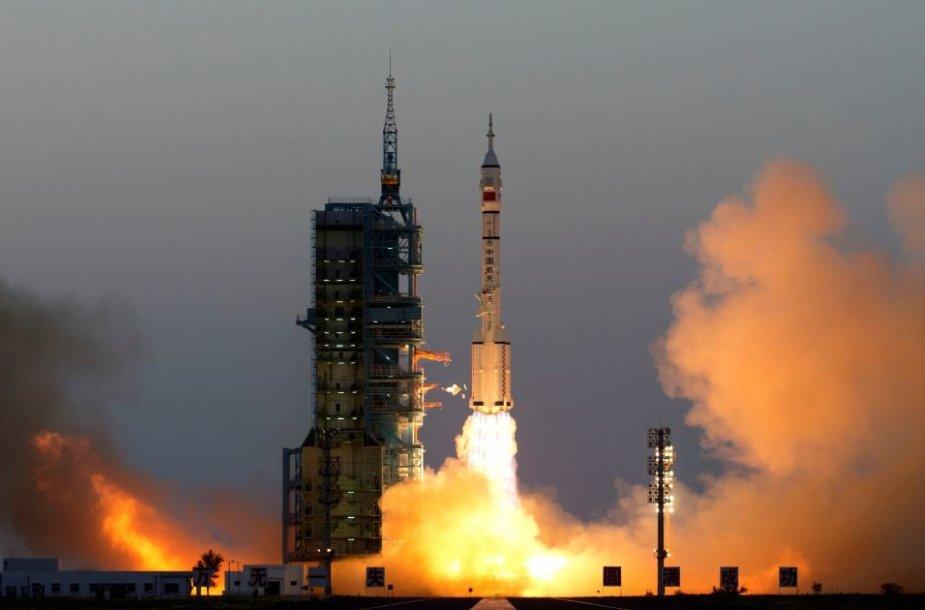 """""""Shenzhou 11"""" pakilimas"""