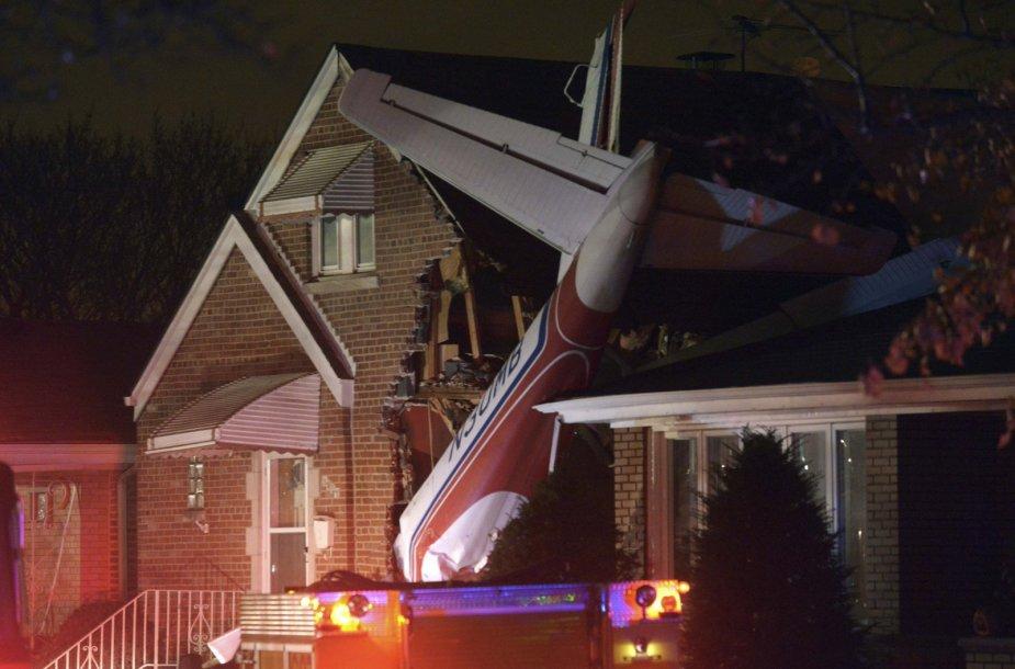 Čikagoje nedidelis lėktuvas nukrito ant lietuvių kilmės senolių namo