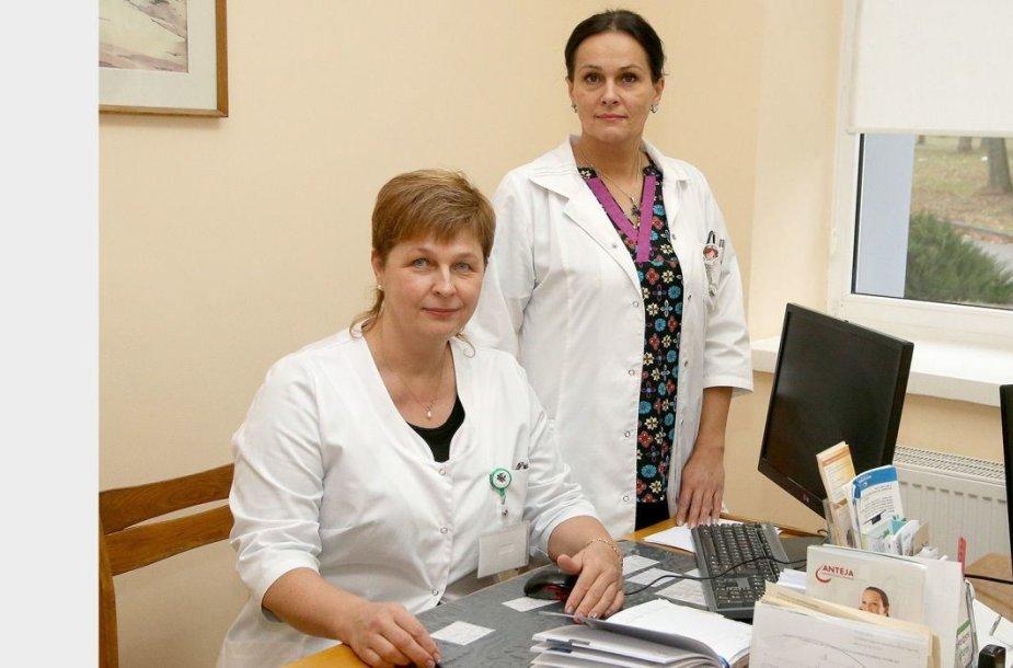 Kėdainių ligoninėje dirbanti gydytoja geriatrė Rasa Maselienė ir slaugytoja Gražina Petrusevičienė