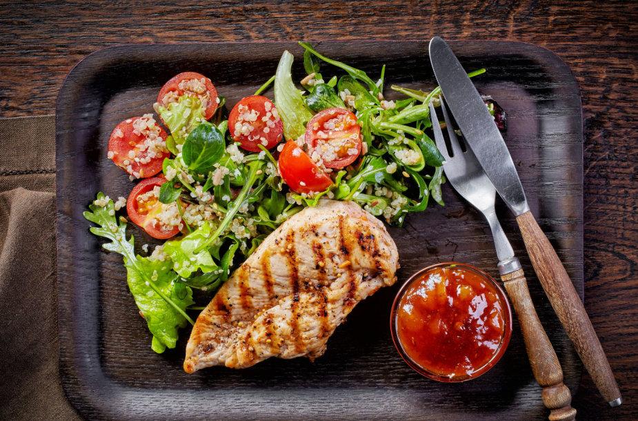 Vištiena su daržovėmis ir bolivine balanda