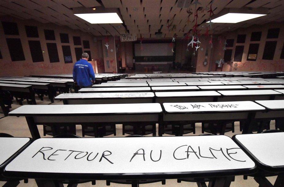 Prancūzijoje studentai blokuoja universitetus