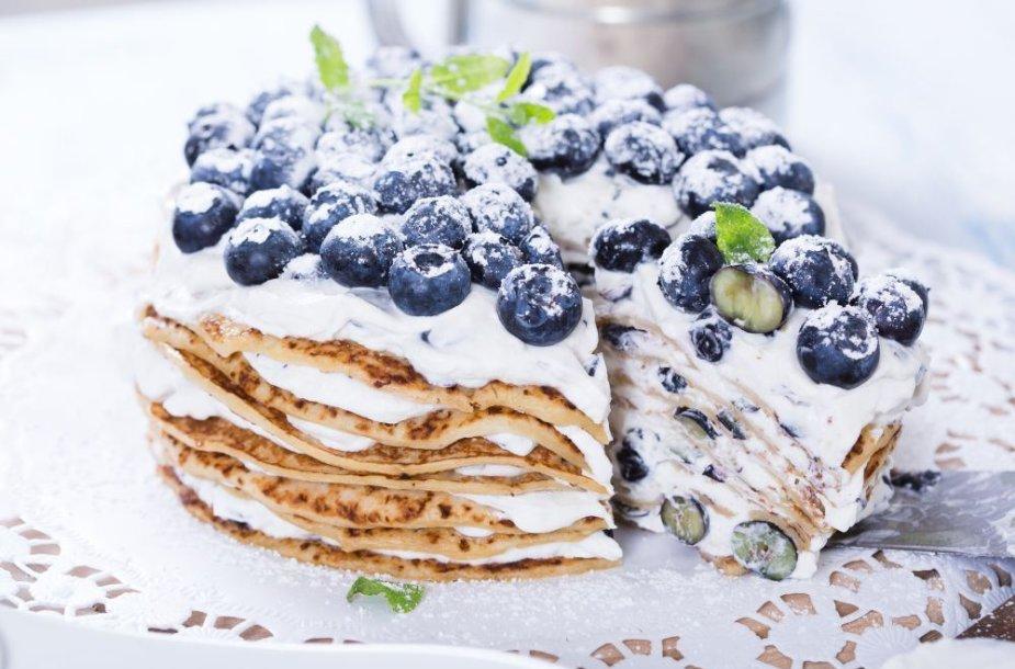 Blynų tortas su maskarponės kremu ir uogomis