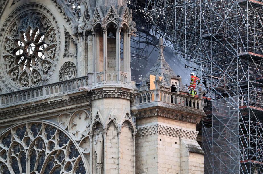 Gaisro nuniokota Dievo Motinos katedra