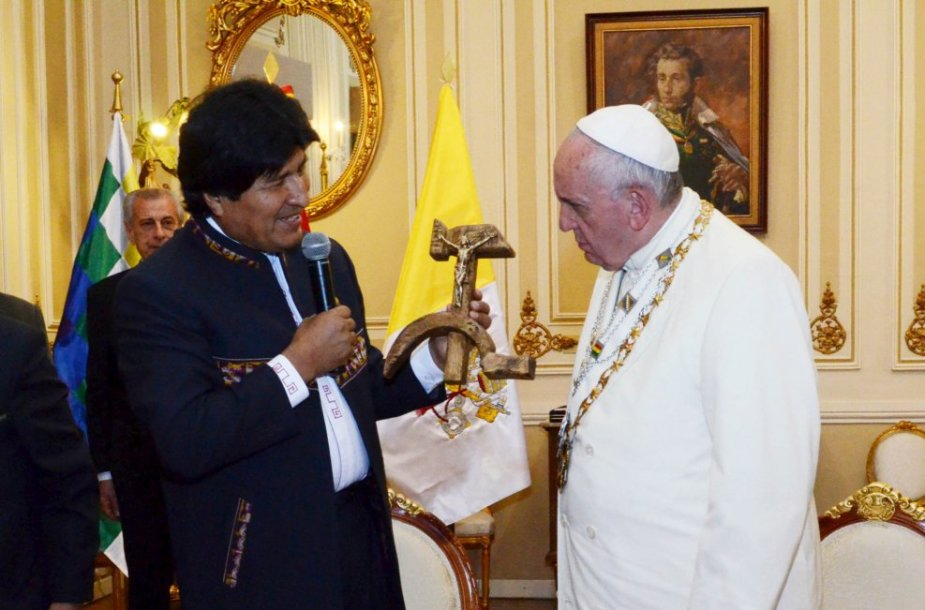 E.Moraleso dovana popiežiui Pranciškui