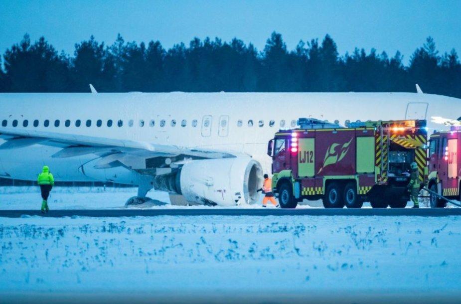 Talino oro uoste avariniu būdu nusileidęs lėktuvas