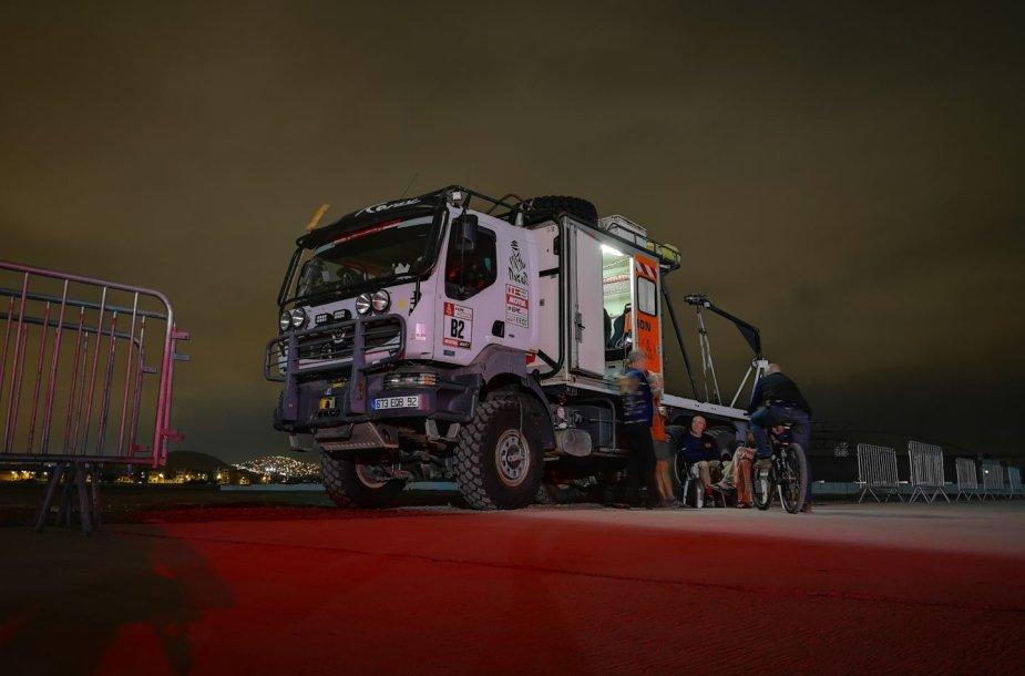 """Dakaras neišsiverstų be specialaus automobilio  – """"Šluotos"""""""