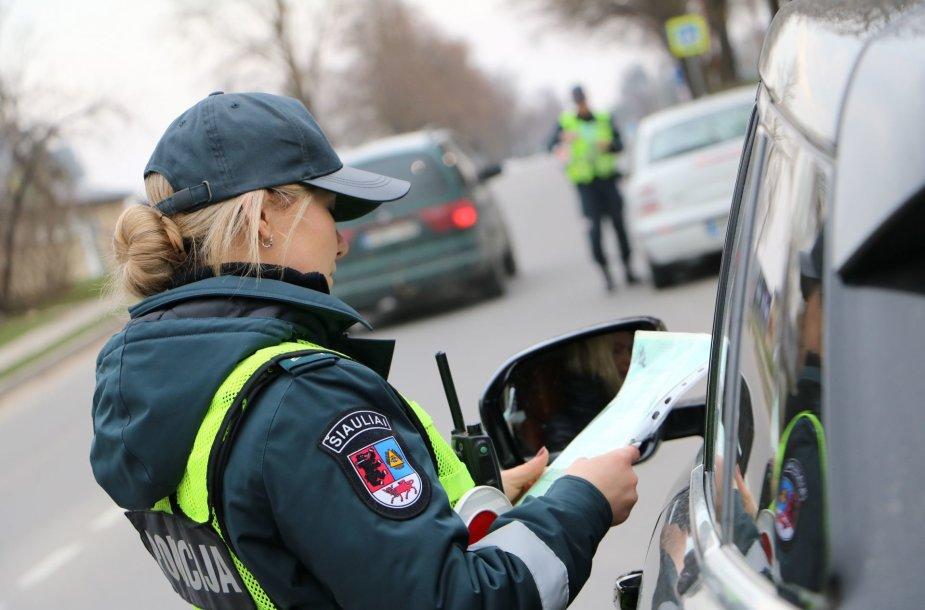 Šiaulių gatvėse surengtas reidas, kurio metu nustatyta nemažai pažeidėjų.
