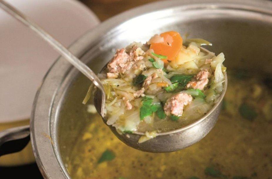 Soti kopūstų sriuba su faršu