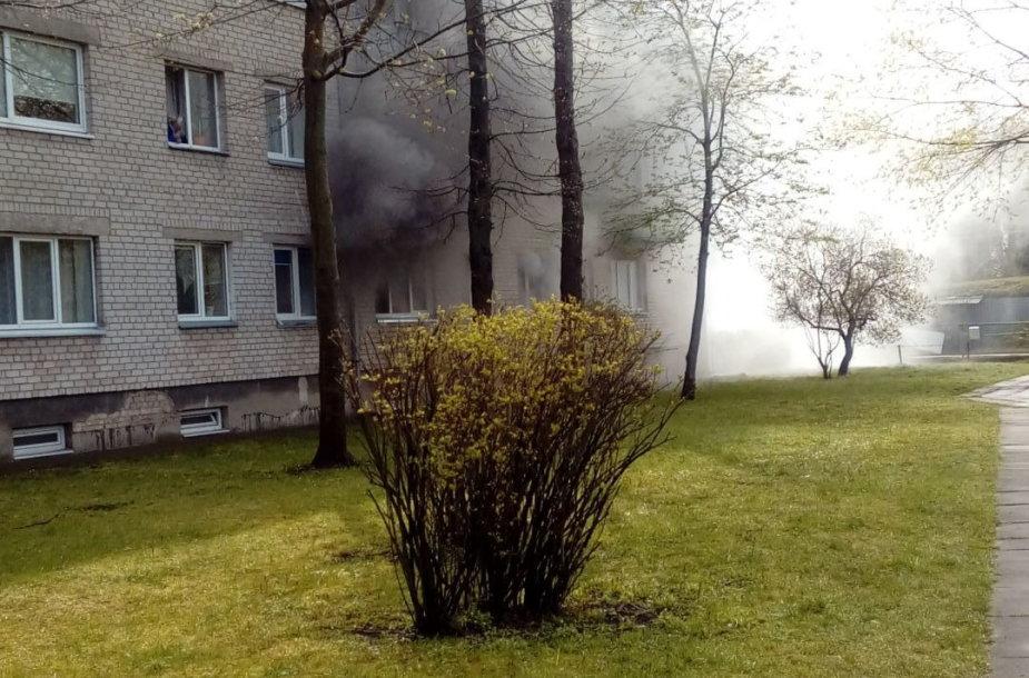 Marijampolėje Velykų rytą užsidegė butas.