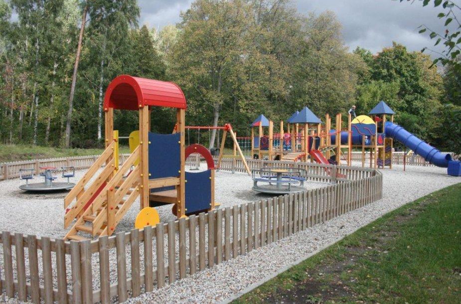 Vaikų žaidimų aikštelė parke įruošta dar anksčiau