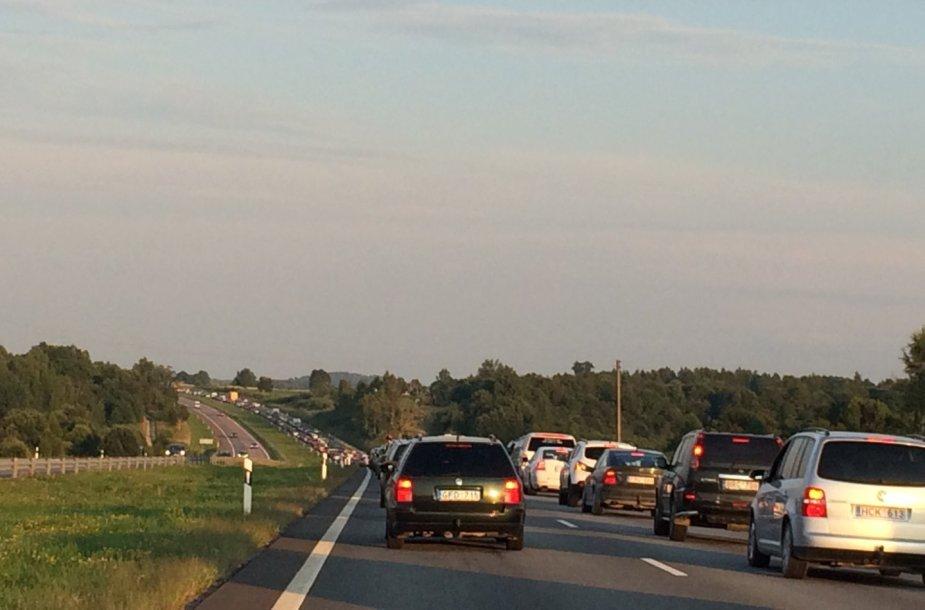 Kamštis autostradoje prieš Kryžkalnį