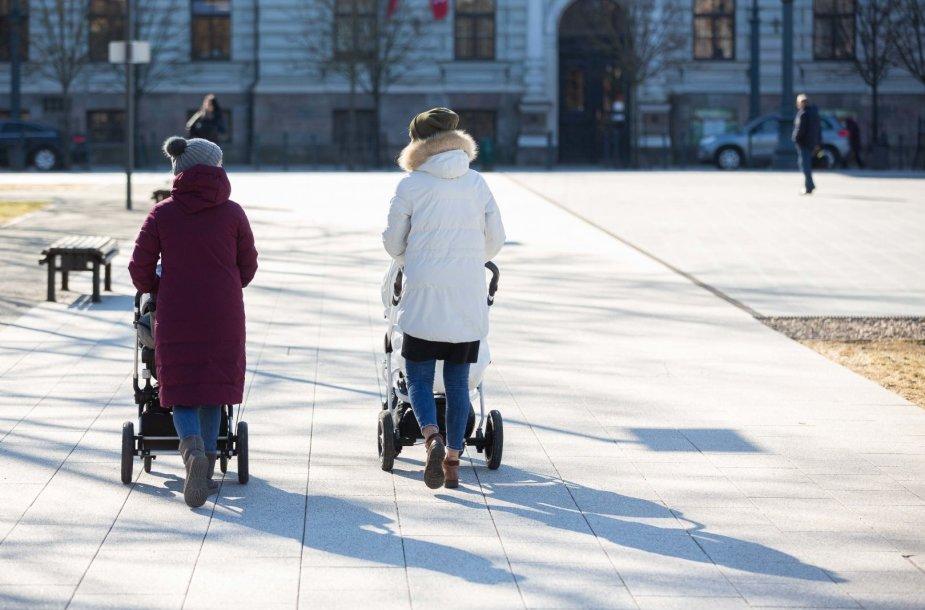 Saulėtas, bet vėsus pavasaris Vilniuje