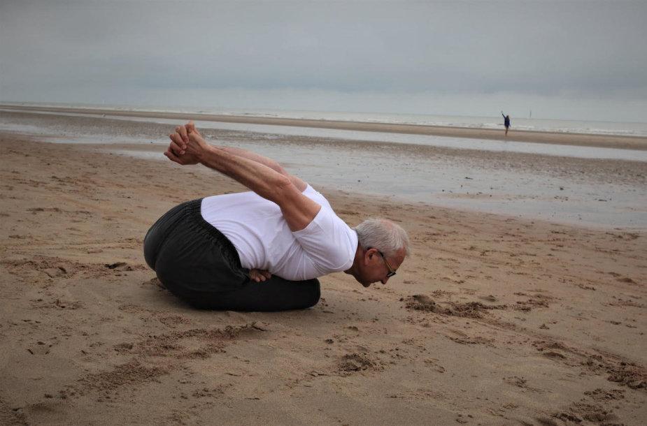 Kuksando pratimai išlavina visą kūną nuo kojų pirštų iki kaklo slankstelių