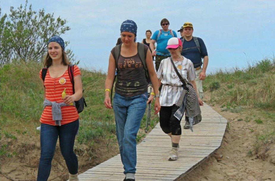 """Pirmą kartą Lietuvoje organizuojamas pėsčiųjų žygis """"Nemuno kilpomis"""" jau braška per siūles – dalyvauti jame panoro beveik tūkstantis žygeivių."""