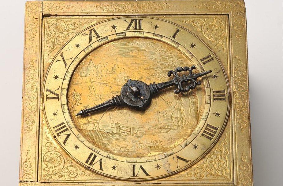Valdovų rūmai įgijo XVII amžiuje Vilniuje sukurtą stalinį laikrodį