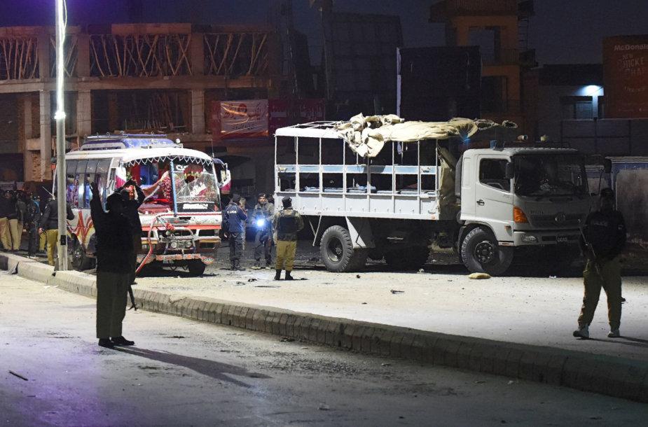 Pietvakarių Pakistane susisprogdinus mirtininkui žuvo šeši žmonės