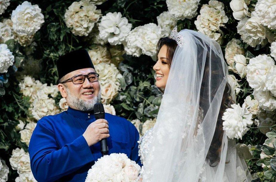 Kelantano sultonas Muhammadas V ir Oksana Voevodina