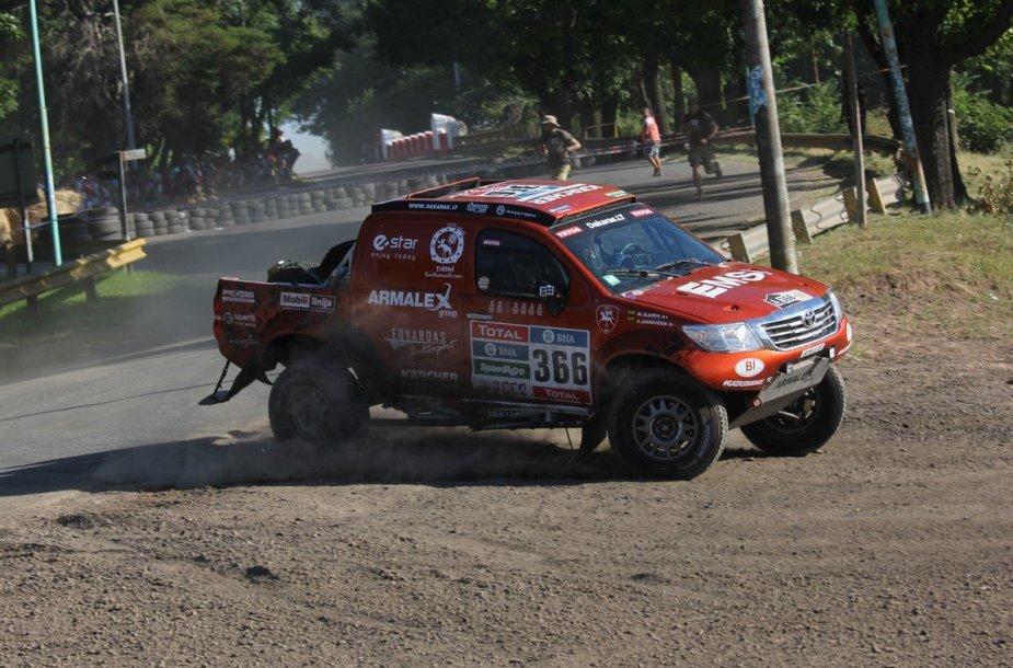 Dėl avarijos nutrauktas Dakaro ralio prologas