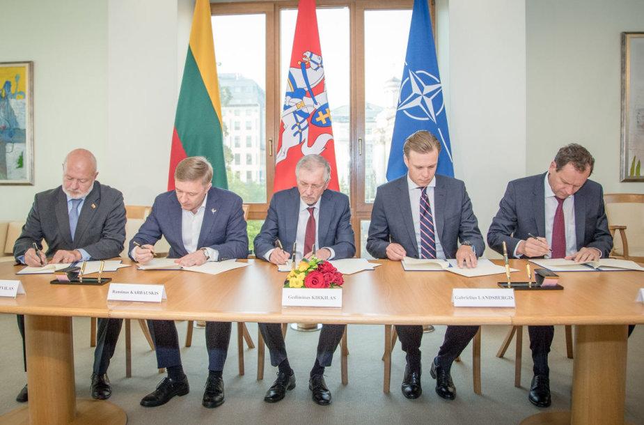 Parlamentinės partijos pasirašė susitarimą dėl gynybos