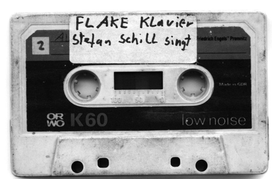 """Flake'o kasetė. Šiandien jis """"Rammstein"""" grupės klavišininkas, anuomet """"FeelingB"""" grupės ir daugelio kitų projektų dalyvis."""