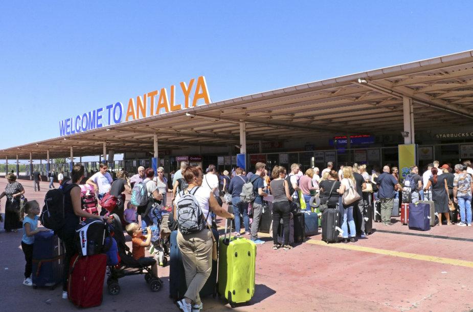 Turistai Antalijos oro uoste