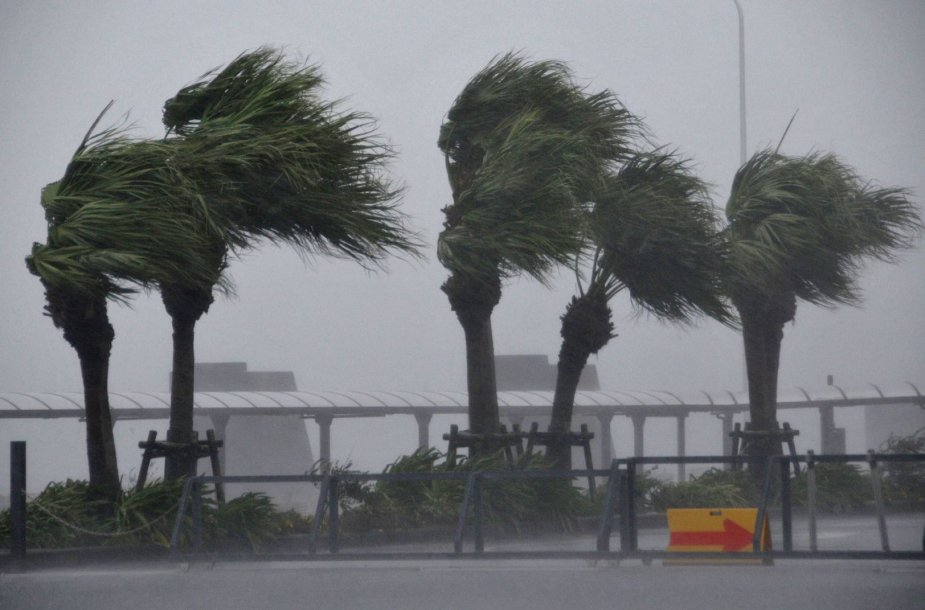 Japoniją pasiekė taifūnas Vongfong