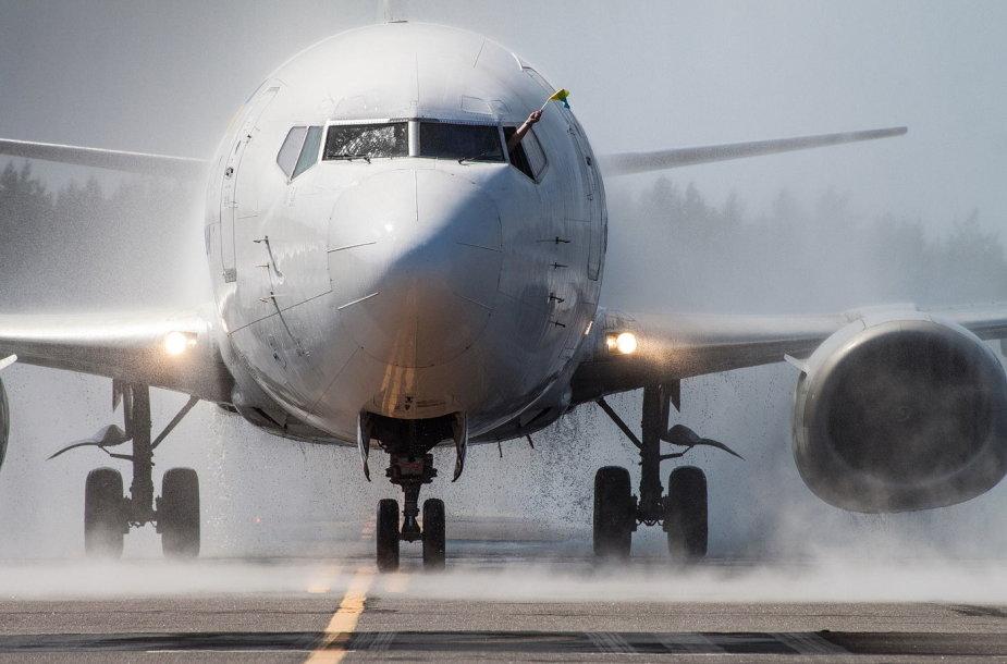 """Pirmasis """"Ukraine International Airlines"""" lektuvas Palangos oro uoste"""