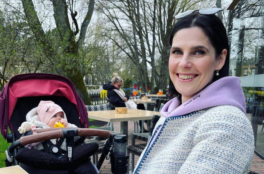 Urtė Gylienė su dukryte Milda