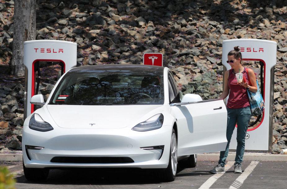 """""""Tesla"""" greitojo įkrovimo stotelės """"Supercharger"""""""