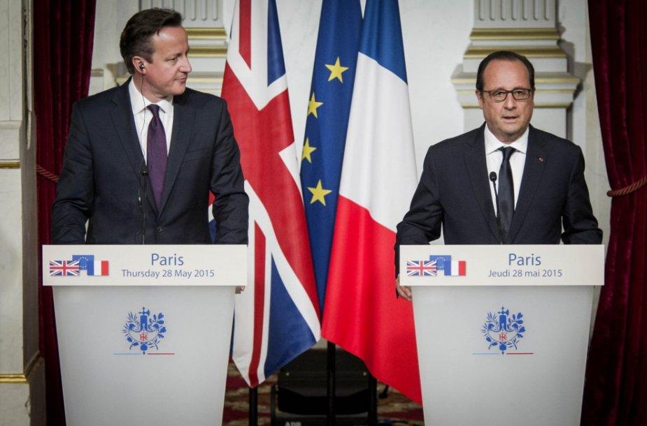 Davidas Cameronas (kairėje) ir  Francois Hollande'as
