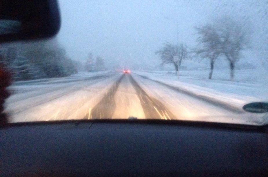 Sudėtingos eismo sąlygos Kelmės rajone
