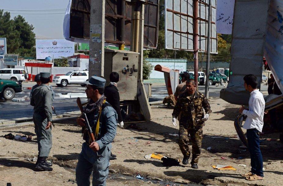 Afganistano saugumo darbuotojai sprogimo vietoje Kabule