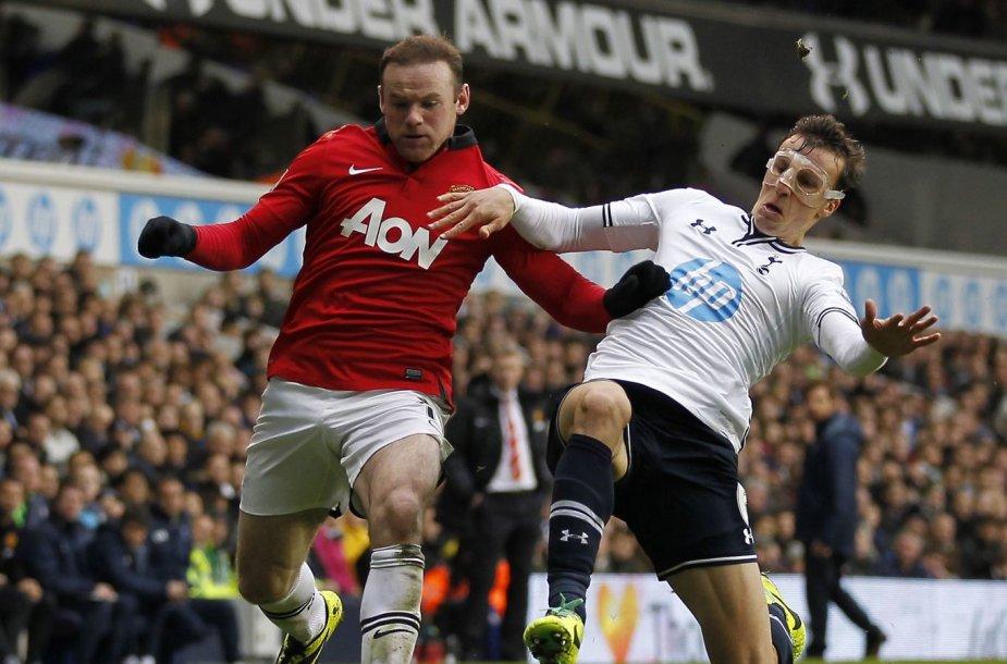 """Wayne'as Rooney pelnė du įvarčius, tačiau nugalėti """"Manchester United"""" ekipai nepasisekė"""