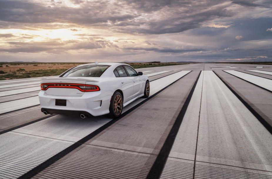 """Greičiausias sedanas pasaulyje: """"Dodge Charger SRT Hellcat"""""""