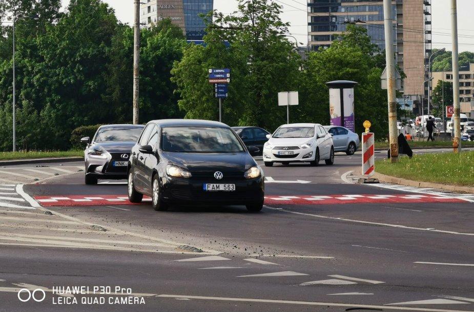 Pokyčiai Vilniaus transporto žiede - prie LEU įrengti greičio mažinimo kalneliai