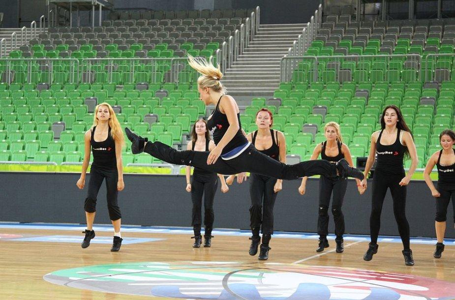 """""""Leader Dance"""" šokėjos"""