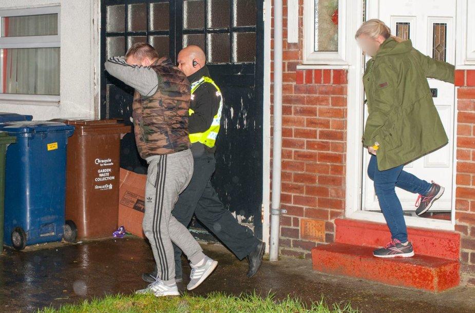 Britų pareigūnai sulaiko lietuvius