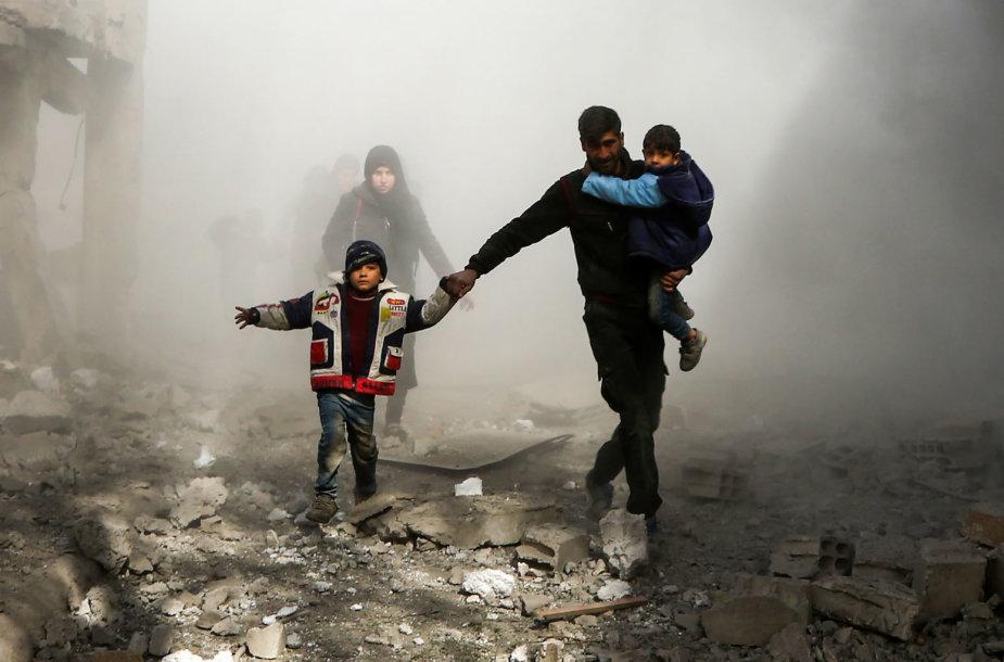 Sirijos sukilėlių rajone netoli Damasko per antskrydžius žuvo 22 civiliai