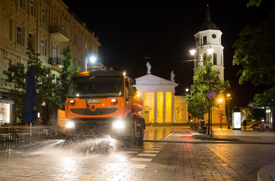 """Grinda"" drėkina Vilniaus gatves"